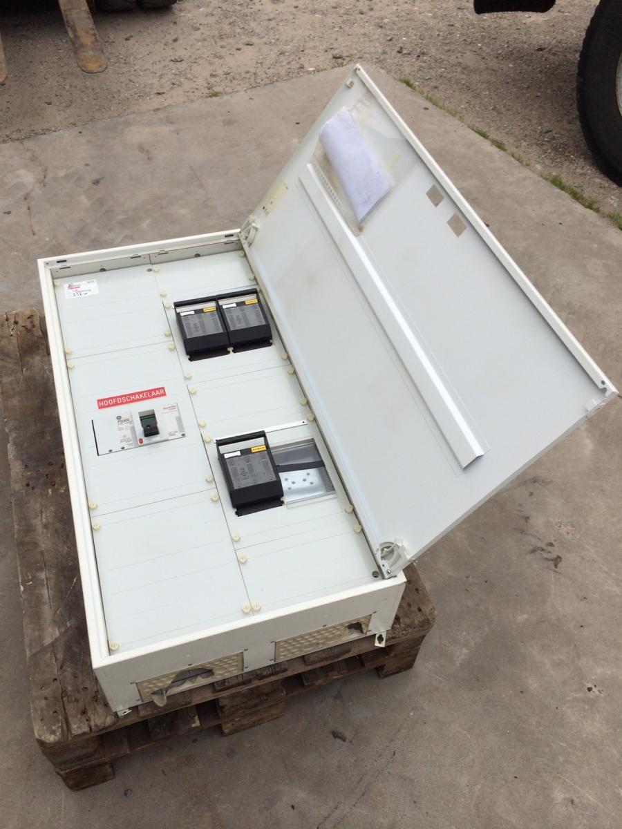 400 ampere groepenkast 3×160 ampere afgaand in stalen kast   LV Trading B V